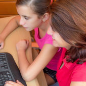 Hispanic mother and her daughter working on a computer — Stock Photo