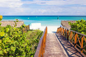 Walkway leading to the beach of Varadero in Cuba — Stock Photo