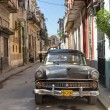 Old american car in a shabby street in Havana — Foto Stock