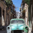 Rusty and broken old car abandoned in Havana — Foto de Stock