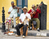 Afrocuban street musicians playing traditional music in Havana — Stock Photo
