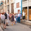 Stockfoto: Tourists visiting LBodeguitdel Medio in Havana