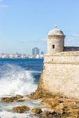 The castle of El Morro and the skyline of Havana — Stock Photo