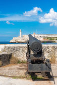 Cannon aiming at the fortress of El Morro in Havana — Stock Photo