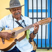 Musician playing traditional music in Havana — Stock Photo