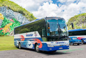 Tour bus at the Mural of Prehistory in the Vinales Valley in Cuba — Stock Photo