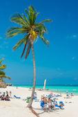 Tourists sunbathing at Varadero beach in Cuba — Stock Photo
