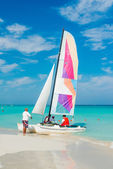 Tourists boarding a colorful boat at Varadero beach in Cuba — Stockfoto