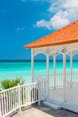 Beautiful wooden terrace next to a beach in Cuba — Stock Photo