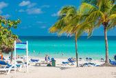 People sunbathing at Varadero beach in Cuba — Stock Photo
