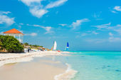Colorful view of Varadero beach in Cuba — Stock Photo