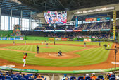 Fans watching a baseball game at the Miami Marlins Stadium — Stock Photo