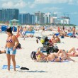 People enjoying the beach at South Beach, Miami — Stock Photo