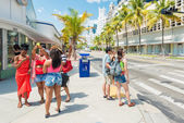Tourists at  Lincoln Road in Miami Beach — Stock Photo