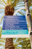 Street sign with directions to tourist landmarks in Miami Beach — Stock Photo