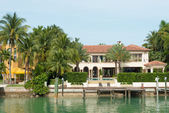Luxurious mansion on Star Island in Miami — Stockfoto