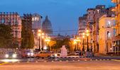 Urban scene at night in Old Havana — Stock Photo