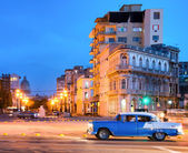 Urban scene at night in Old Havana — Stock Photo