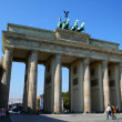 BERLIN - SEPTEMBER 18: The Brandenburg Gate on September 18, 2006 in Berlin, Germany. The Brandenburg Gate is a former city gate and one of the most well-known landmarks of Berlin and Germany. - 图库照片