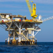 Large Pacific Oceoffshore oil rig drilling platform off southern coast of California, between Venturand Channel Islands — Stock Photo #17633899