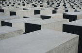 BERLIN - SEPTEMBER 18: The Memorial to the Murdered Jews of Europe on September 18, 2006 in Berlin, Germany. The site contains 2,711 concrete slabs and was designed by Peter Eisenman and Buro Happold. — Stock Photo