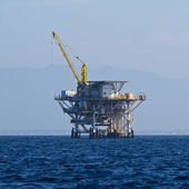 Large Pacific Ocean offshore oil rig drilling platform off the southern coast of California, between Ventura and the Channel Islands — Stock Photo