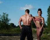 Atlético homem e mulher ao ar livre — Foto Stock