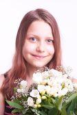 十几岁的女孩用一束鲜花 — 图库照片