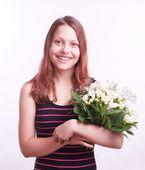 Teen girl mit einem blumenstrauß — Stockfoto