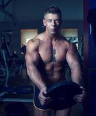 Handsome guy posing. Bodybuilder — Stock Photo