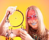 Beautiful indian teen girl with make-up holds dreamcatcher  — Foto Stock