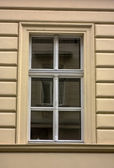Gamla byggnaden fönster — Stockfoto