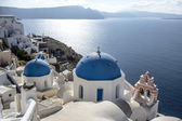 Blue and white church of Oia village ,Santorini — Stock Photo