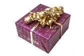 Scatola regalo con fiocco di nastro oro — Foto Stock