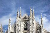 Cephe katedral duomo, milan — Stok fotoğraf