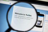 Twitter website under a magnifying glass — Stock Photo