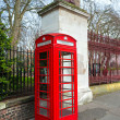 Red telephone box near kensington garden, london, Uk. — Stockfoto
