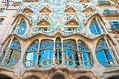 BARCELONA DECEMBER 16: The facade of the house Casa Battlo (also could the house of bones) designed with his famous expressionistic style on December 16, 2011 Barcelona, Spain — Stock Photo