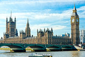 The Big Ben, the House of Parliament and the Westminster Bridge, — Stock Photo