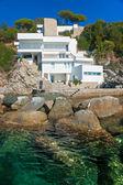 Luxury villa on the coastline. — Stock Photo