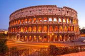 Majestätiska colosseum, rom, italien. — Stockfoto
