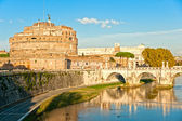 Castel Sant'angelo and Bernini's statue on the bridge, Rome, Ita — Stock Photo