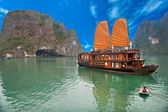 Halong Bay, Vietnam. Unesco World Heritage Site. — Stock Photo