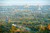 View of the Dhammayangyi temple, from the Hot Air Balloon at su — Foto de Stock