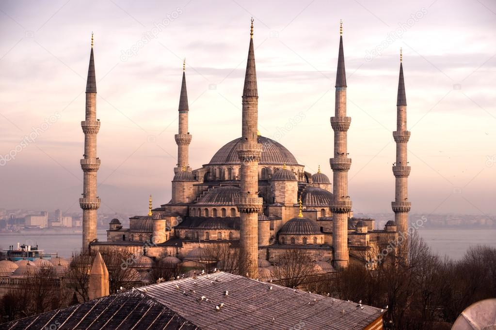The Blue Mosque, (Sultanahmet Camii), Istanbul, Turkey.  Stock Photo #12236816