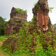 Ancient Hindu temples in My Son near Hoi An. Vietnam — Stock Photo #12422302
