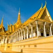 Royal palace in Pnom Penh before Sunset, Cambodia. — Stock Photo