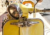Yellow vespa. Bangkok. — Stock Photo