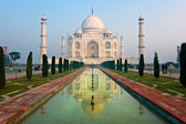 Taj Mahal at sunrise, Agra, Uttar Pradesh, India. — Stock Photo