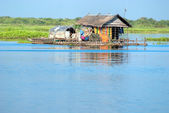 Tipical House boat, Cambodia. — Stock Photo